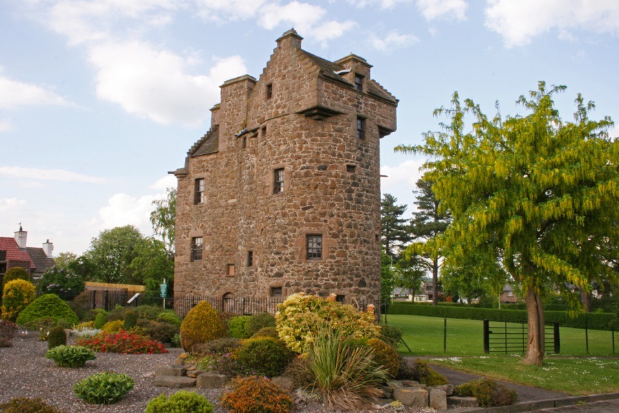 Claypotts Castle Castle In Dundee Angus Stravaiging