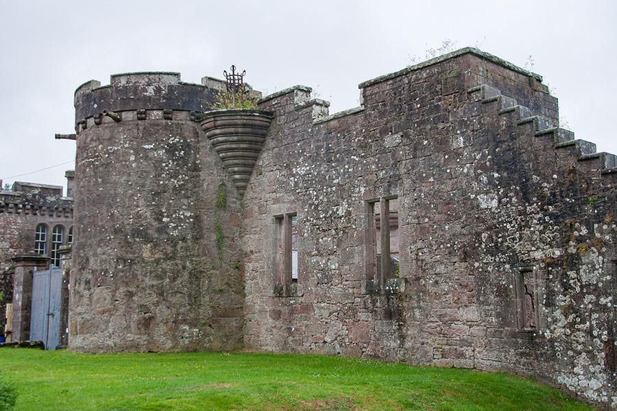 Hoddom Castle
