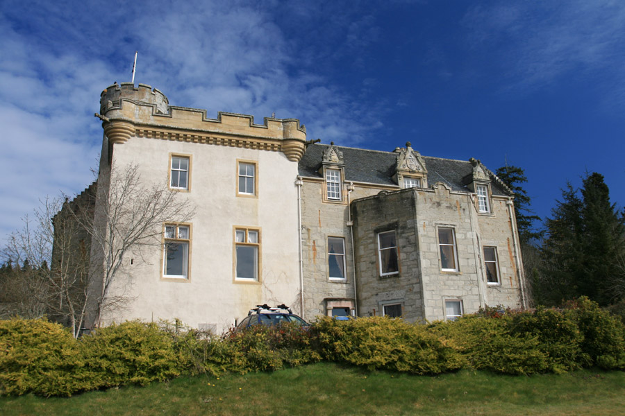 Dochmaluag house castle in fodderty ross and cromarty for Stay in a haunted castle in scotland