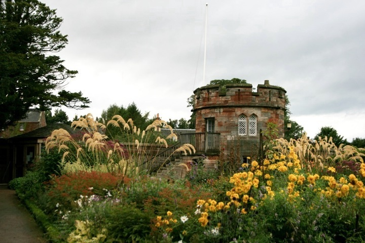 Dirleton castle in east lothian stravaiging around scotland for Garden design east lothian
