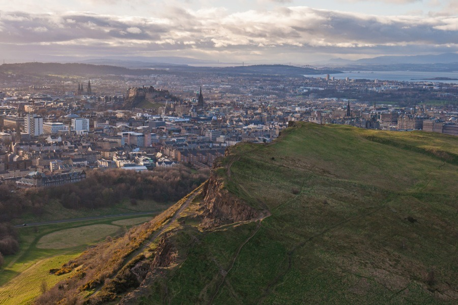 Spectacular views of Edinburgh from Arthur\u0027s Seat